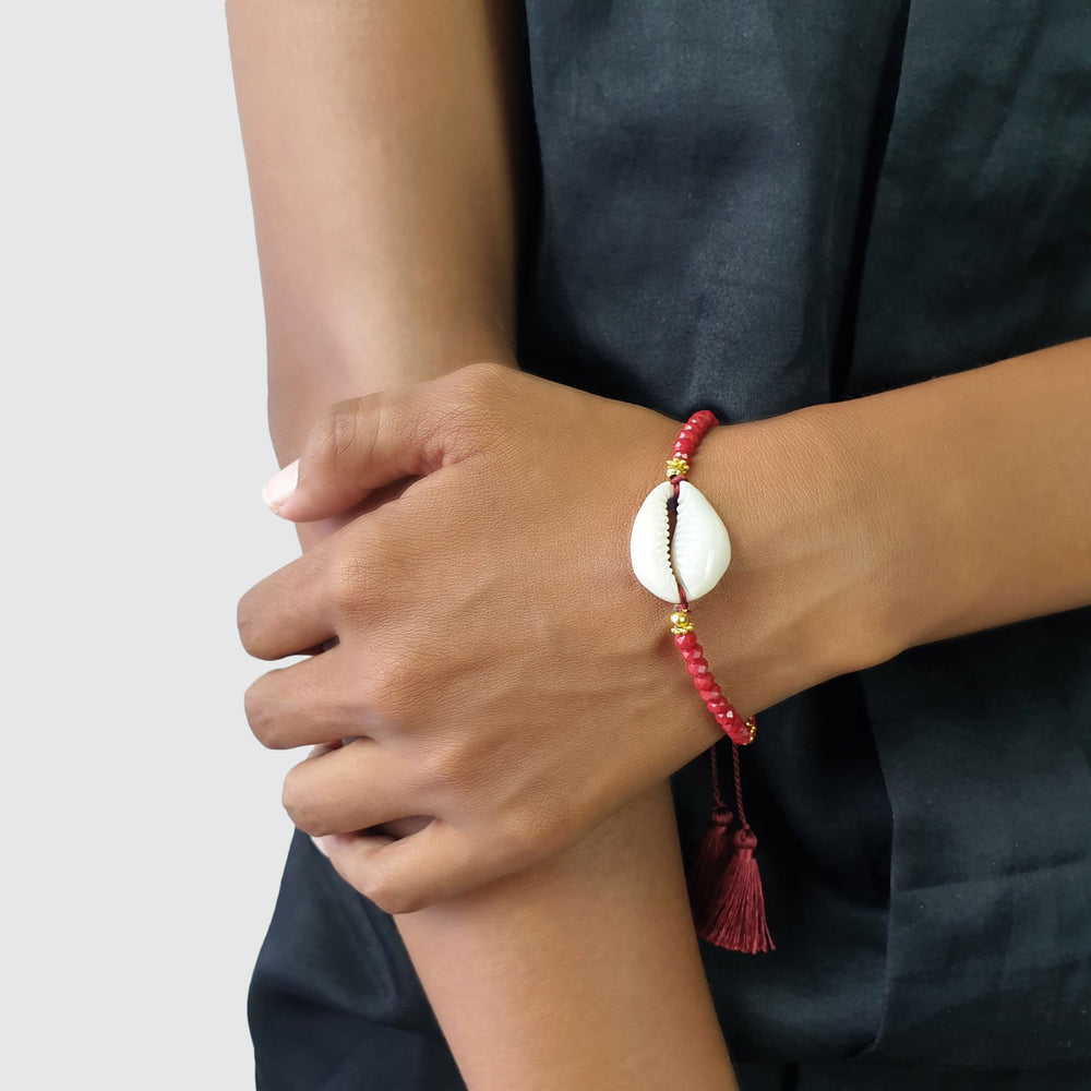 Load image into Gallery viewer, Bracelet Boho Crystal Shell red on model
