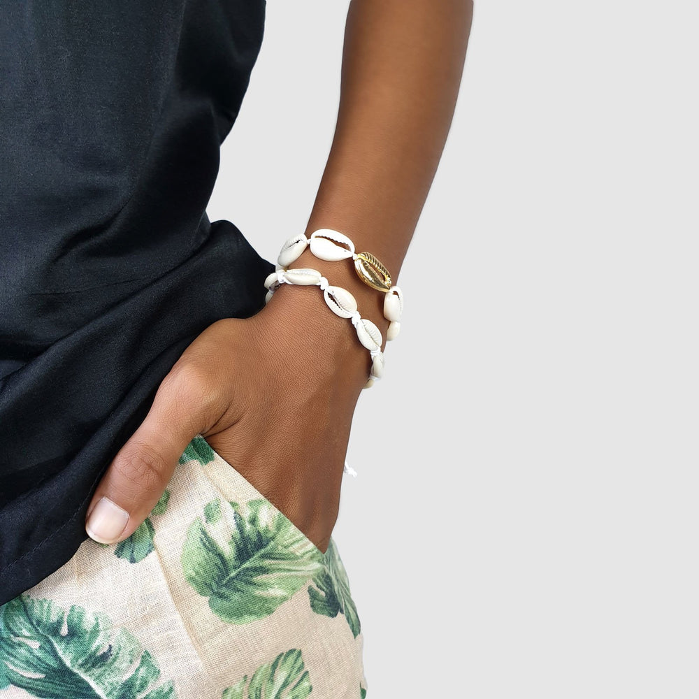 Load image into Gallery viewer, Bracelet cowrie shell and brass gold shells on model