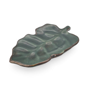 Load image into Gallery viewer, Ceramic leaf plate dark green side view
