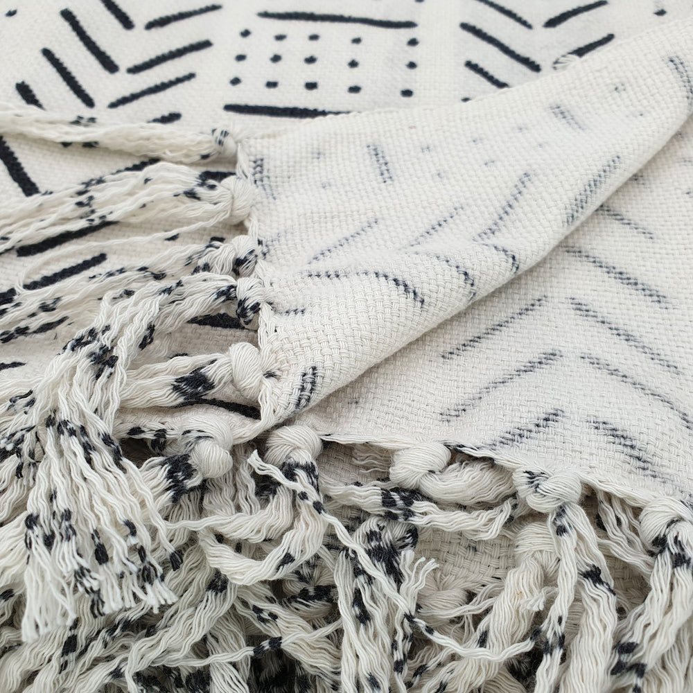 Load image into Gallery viewer, Handmade boho cotton blanket cream color black print detail