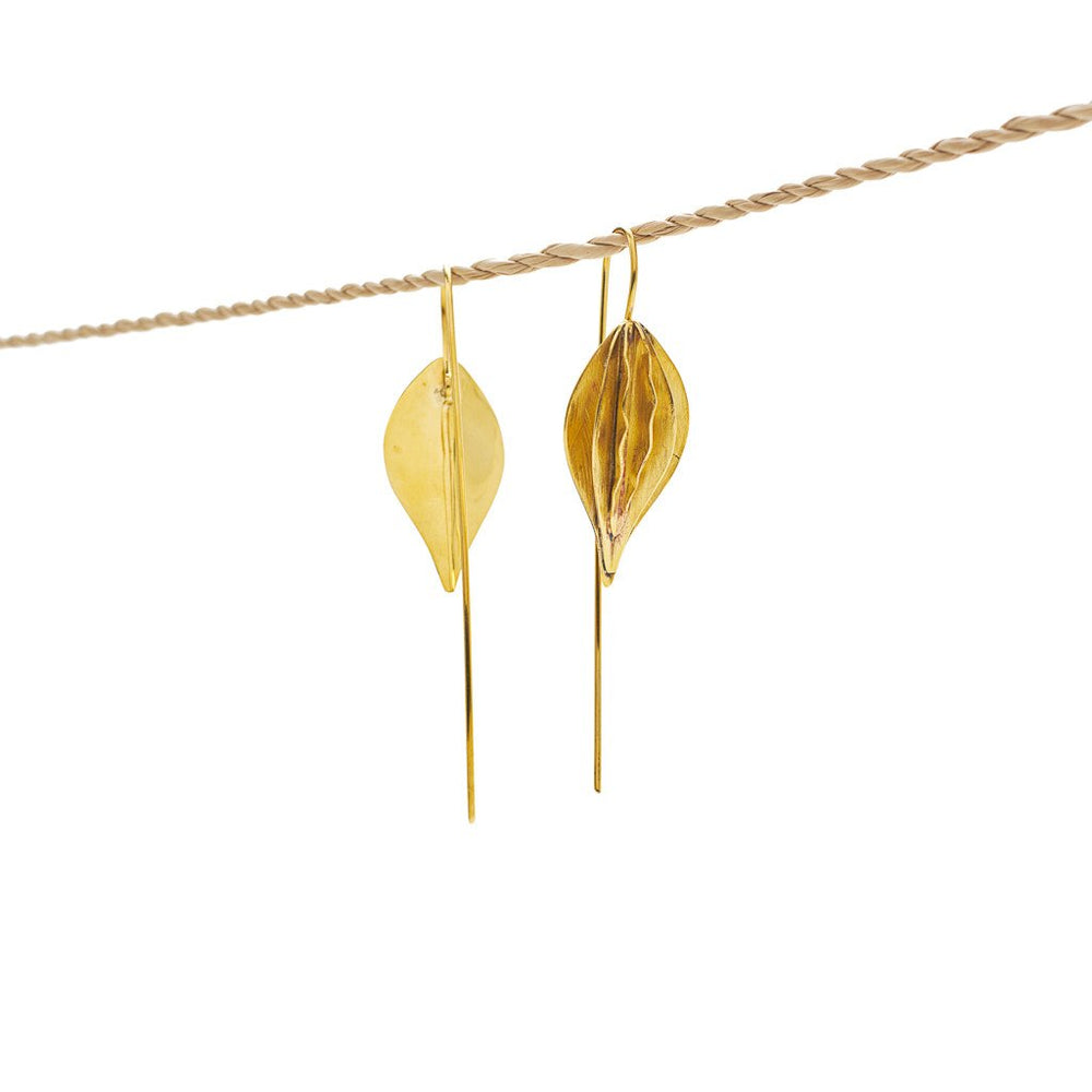 Load image into Gallery viewer, Earring Kipas Leaf Brass Gold