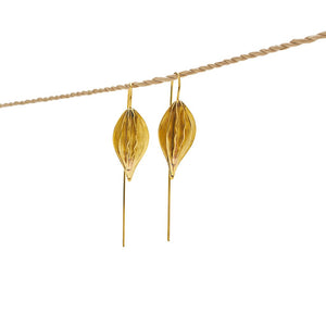 Load image into Gallery viewer, Earring Kipas Leaf Brass Gold Front