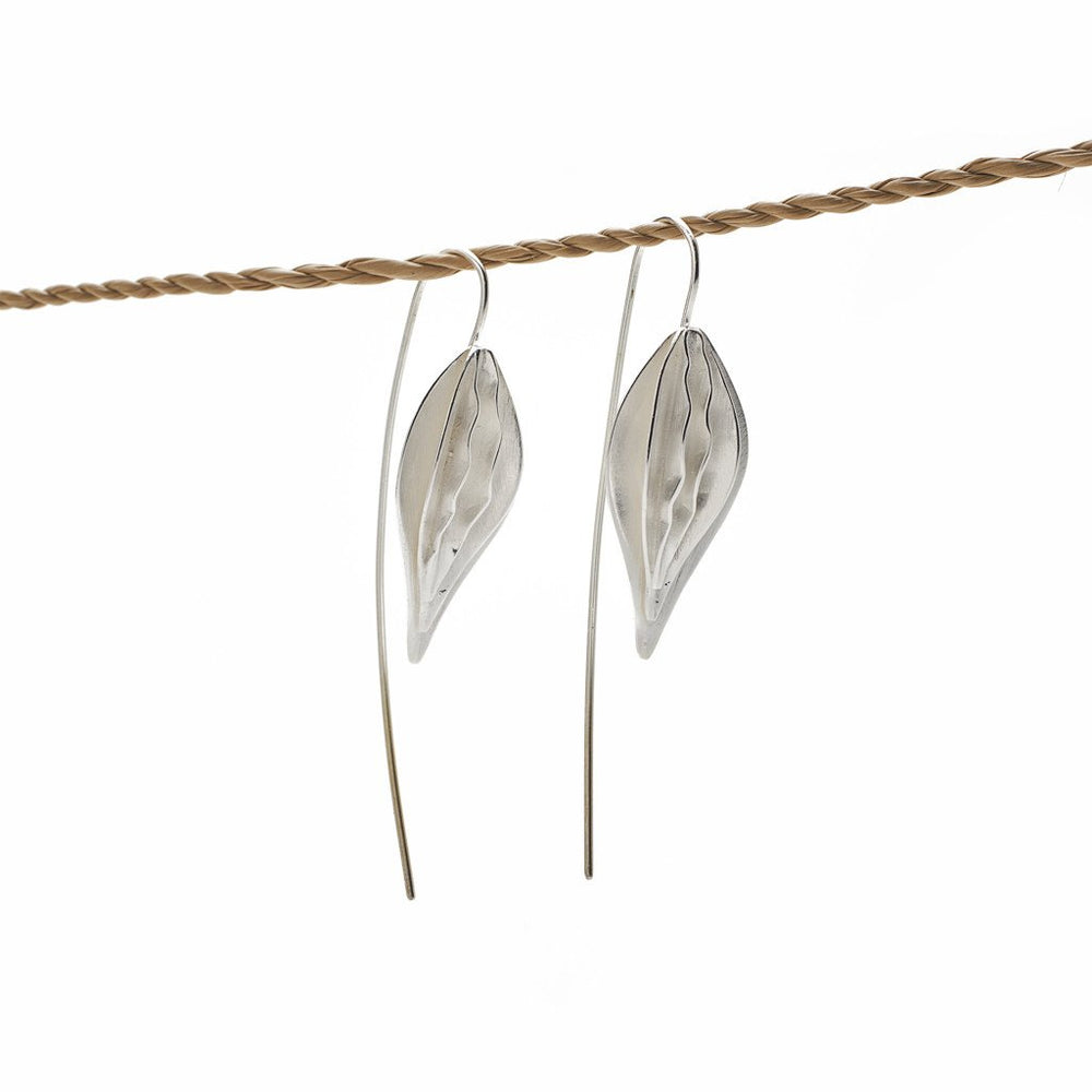 Load image into Gallery viewer, Earring Kipas Leaf Brass Silver Plated