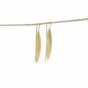 Load image into Gallery viewer, Earring Leaf Long Brass Gold