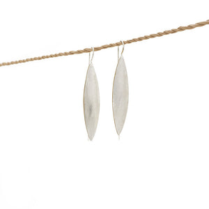 Load image into Gallery viewer, Earring Leaf Long Brass Silver Plated