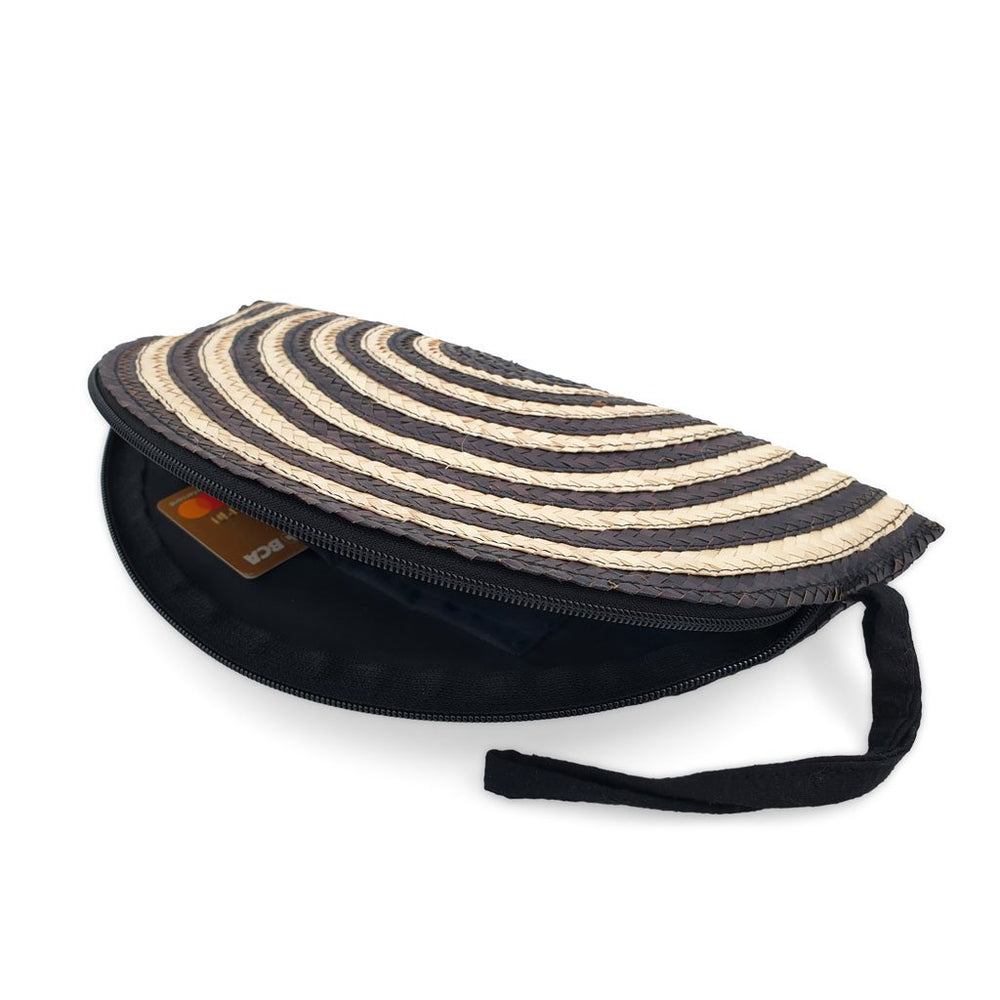 Load image into Gallery viewer, pouch pandan moon black / natural angle