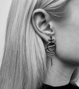 Venus Stick Earring Medium - Oxidized Silver