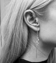Load image into Gallery viewer, Venus Chain Earring - White Gold