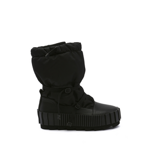 arctic boot black out view