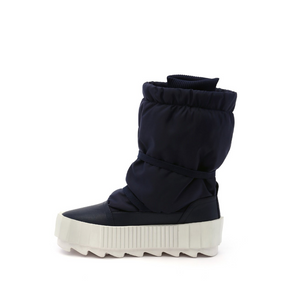 arctic boot navy in view