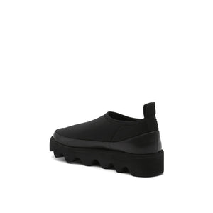 bounce sneaker black angle in view