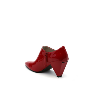 delta pure pump deep red angle in view