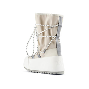 polar calf boot off white angle in view