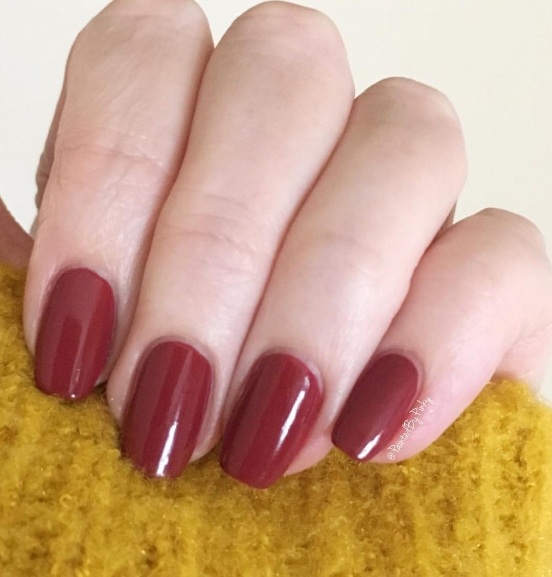 lena-gel-effect-nail-polish-red-he-loves-me