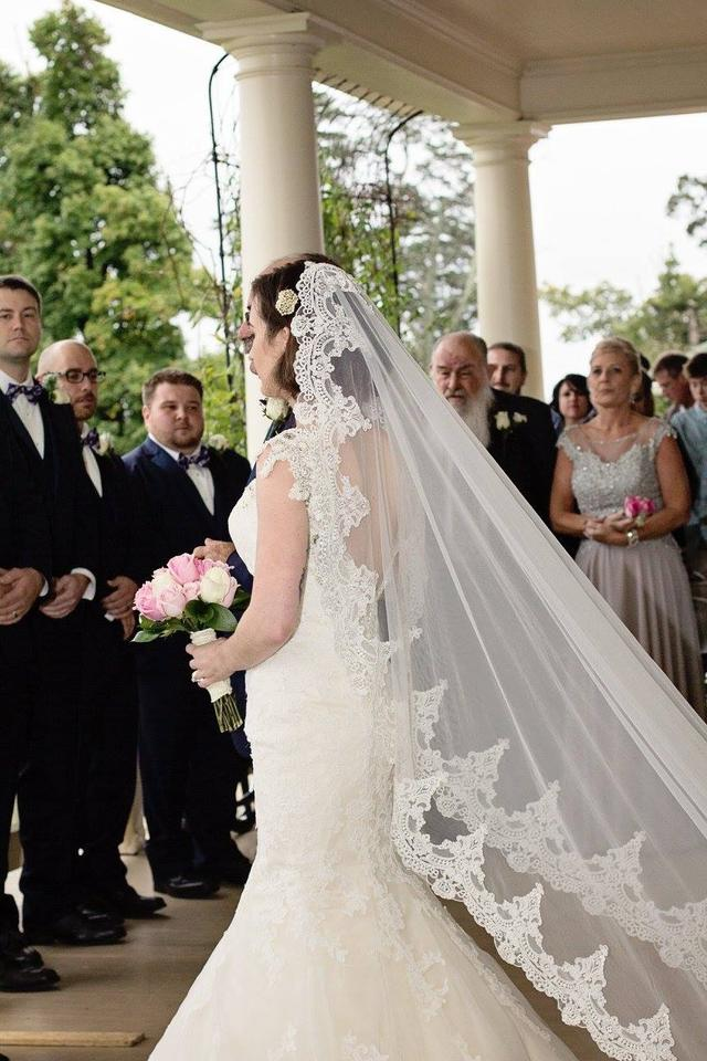 3 Popular Ways to Wear your Mantilla Wedding Veil