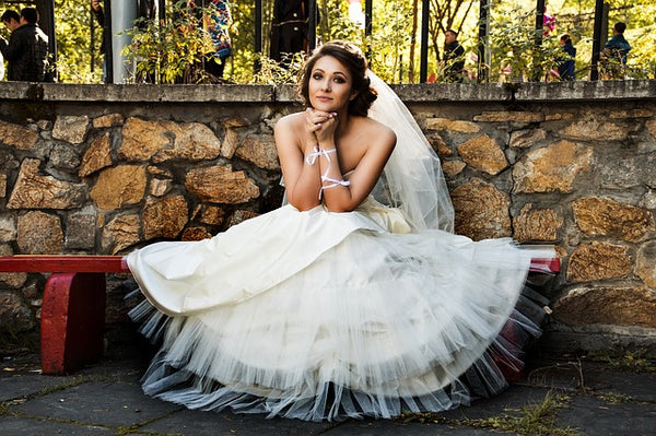The 7 Essential Photos You Must Get of Your Wedding Dress