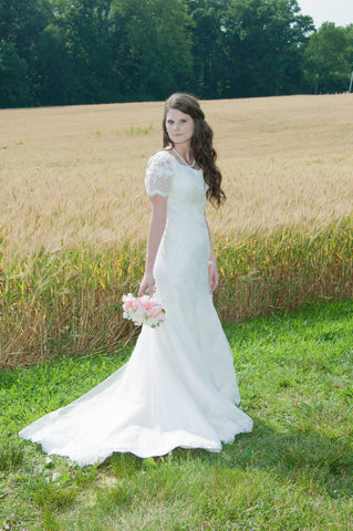 Vintage Modest Lace Wedding Dress with Sleeves