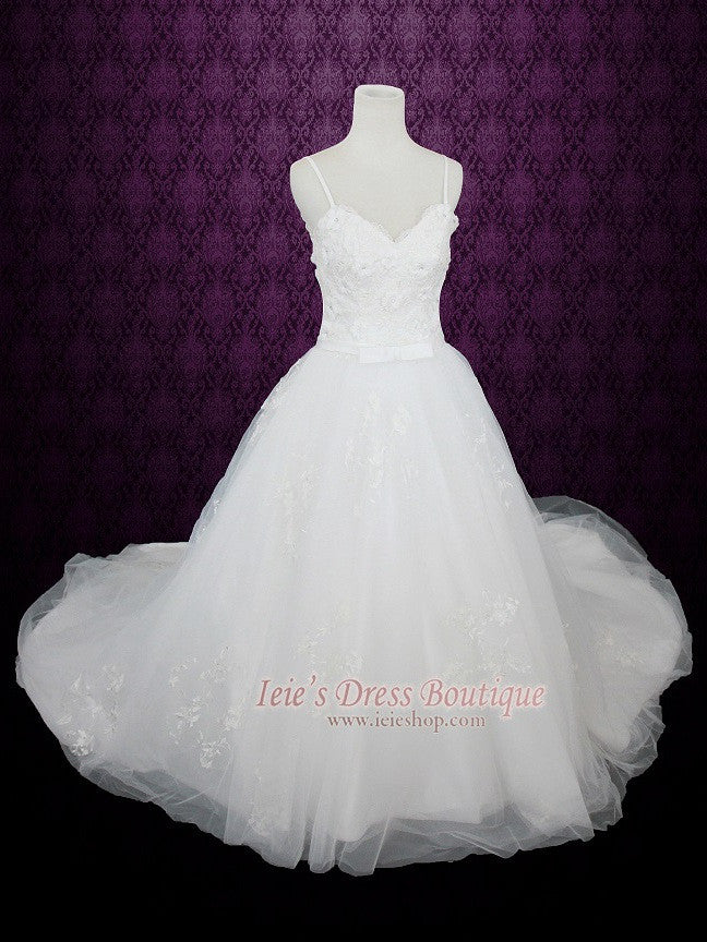 Princess Ball Gown Tulle Wedding Dress with Floral Lace Applique and ...