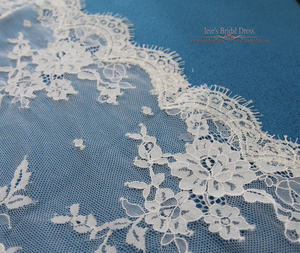 French Chantilly Floral Lace Veil in Finger Tip Length