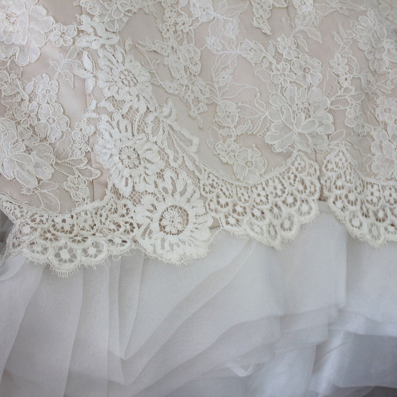 French Lace Mermaid Wedding Dress: French Lace Scallop Hem Mermaid Wedding Dress With Organza