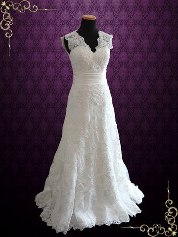 Ivory Vintage Style Lace Keyhole Back Wedding Dress with V Neck | Raynia