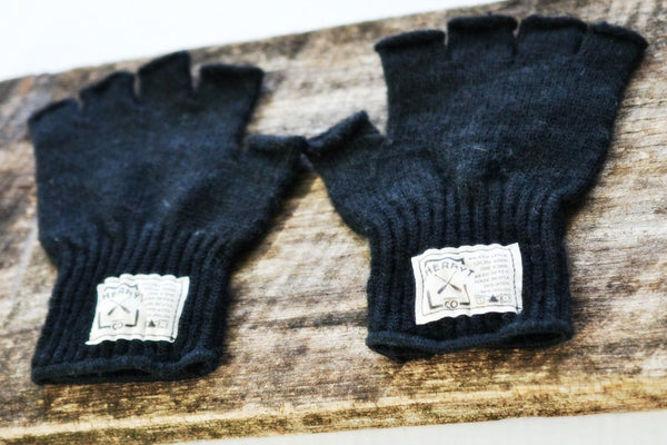 Ladies Hudson Wool Fingerless Gloves in Coal
