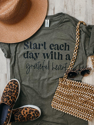 Grateful Heart Graphic Tee - Hot Mess Mama Boutique