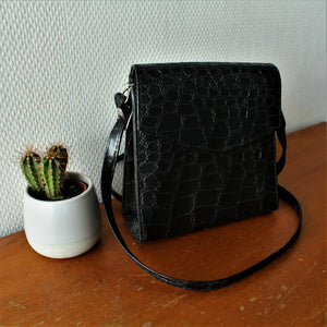 Zwartleren crossbody met slangenprint