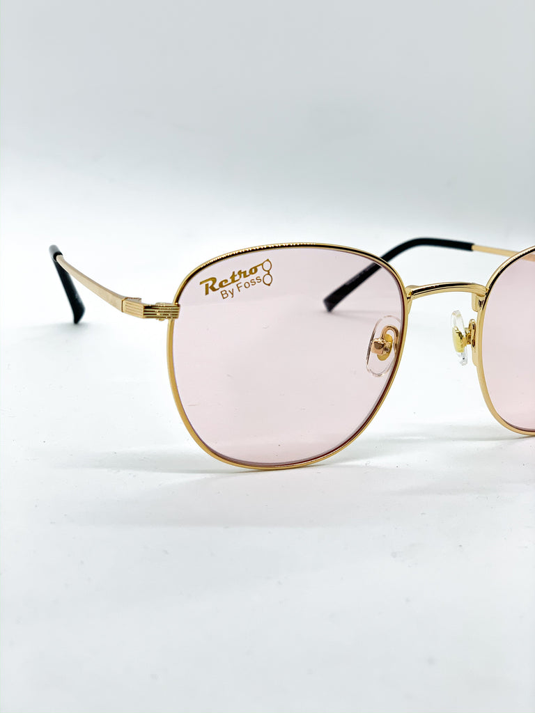 Light pink glasses detail