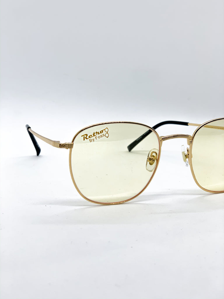 Light yellow glasses detail