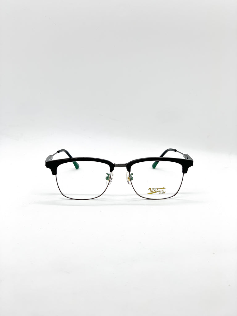 Black retro glasses fom the front