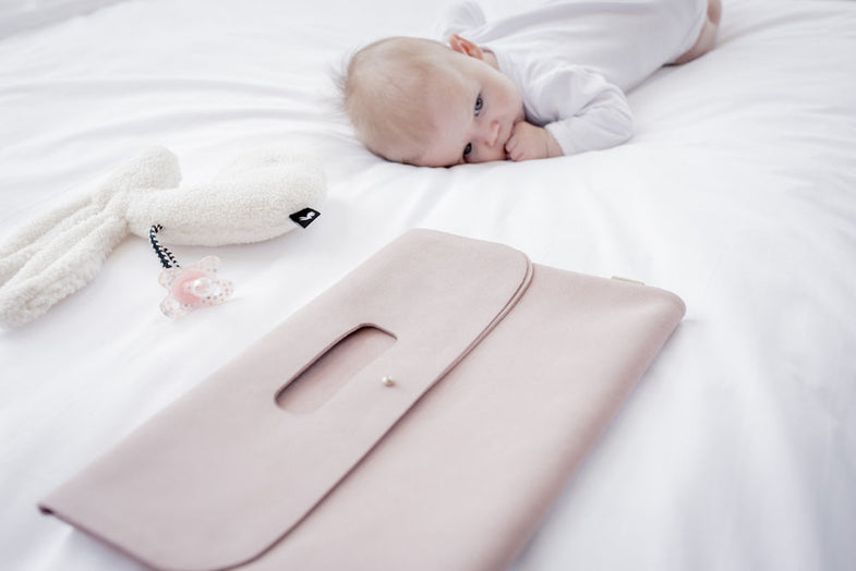Mies & co diaper clutch leather suède pink - DE GELE FLAMINGO - Kids concept store
