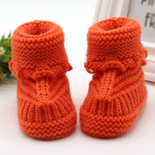 Load image into Gallery viewer, Baby Winter Shoes Newborn Baby Crib Shoes Handmade Infant Boys Girls Crochet Knit winter warm Booties