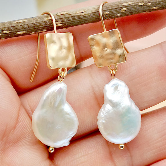 Woman Fashion Irregular Shape Pearl Golden Earring Simple Chic Woman Jewelry Pearls