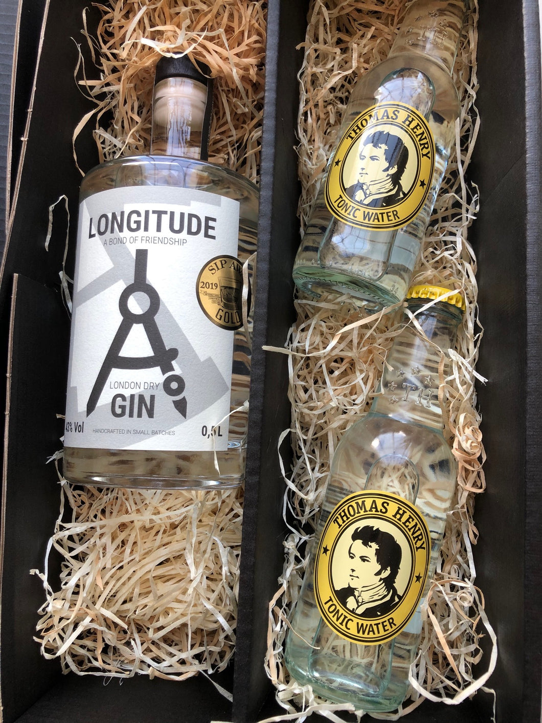 Longitude London Dry Gin Gift Box 1 x 0,5L plus 2 bottles of Thomas Henry Tonic
