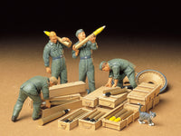 1/35 German Tank Loading Crew