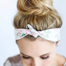 Load image into Gallery viewer, White Floral Knotted Headband