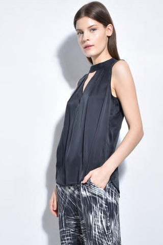 go silk go look for an opening sleeveless top