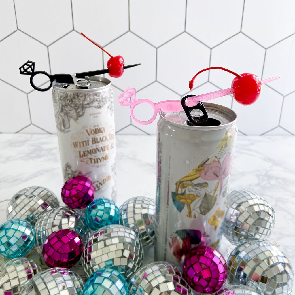 Bachelorette party favor drink markers for cans. Diamond ring Swizzly Sticks in black and hot pink.