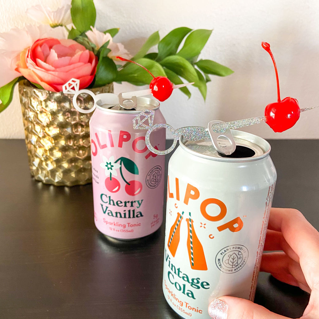 Wedding drink marker for canned drinks. Diamond ring Swizzly Sticks in silver glitter and white diamond ring design.