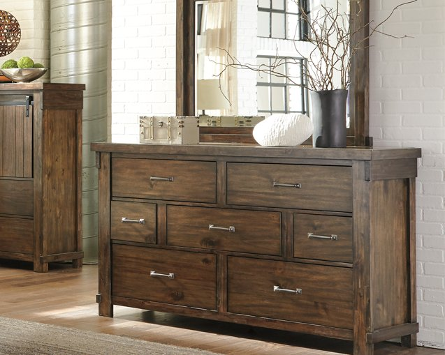 Lakeleigh Signature Design by Ashley Dresser and Mirror