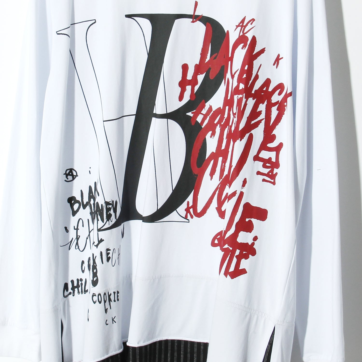 BLACK HONEY CHILI COOKIE  BH Spray L/S Tee / WHITE