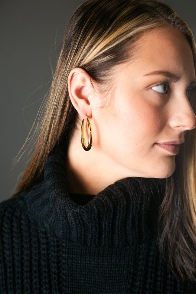 Gold Eyedrop Shape Gold Earring