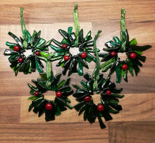 Load image into Gallery viewer, Fused Glass Christmas Wreath