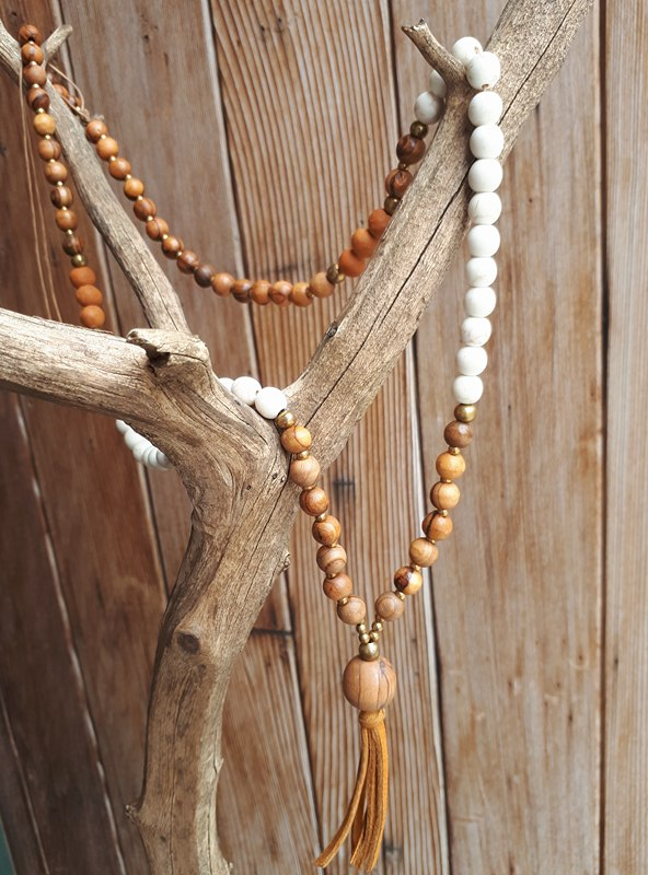 Howlite & Wood Diffuser Necklace