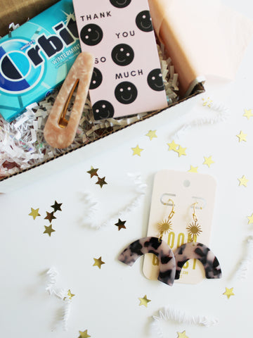 "BESTIEBOX // WITH BLONDE ""SUNRISE"" EARRINGS"