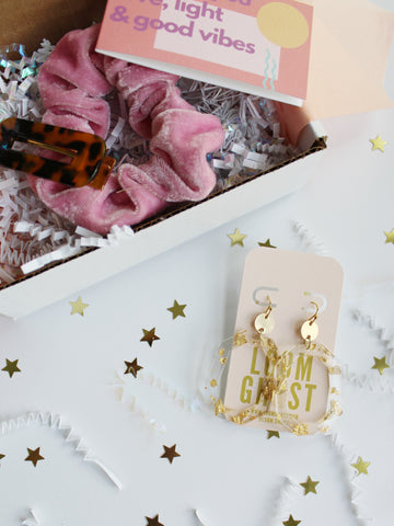 "BESTIEBOX // WITH ""HONEYCOMB"" EARRINGS"