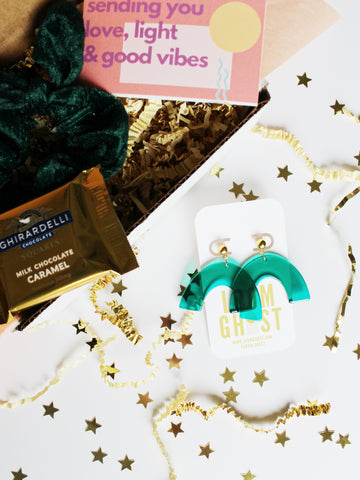 "BESTIEBOX // WITH EMERALD ""ASTORIA"" EARRINGS"