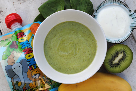 Kiwi, banana, spinach and vanilla yogurt smoothie
