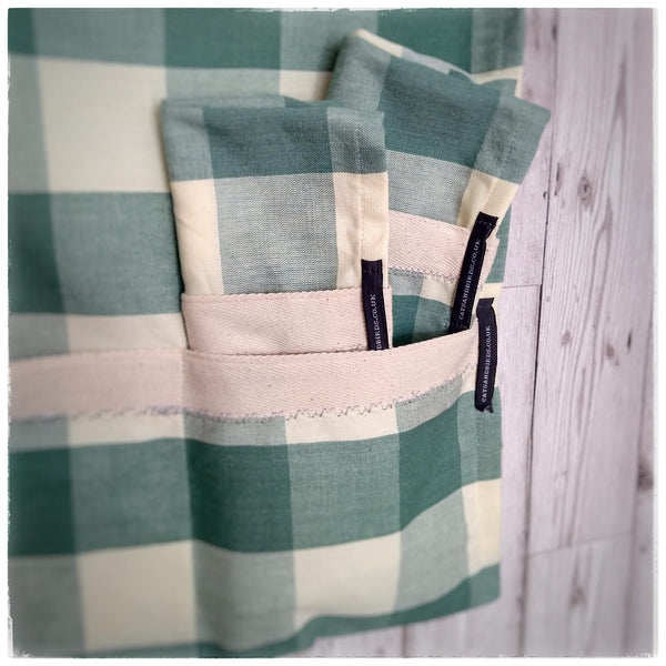 Kitchen towels with pockets